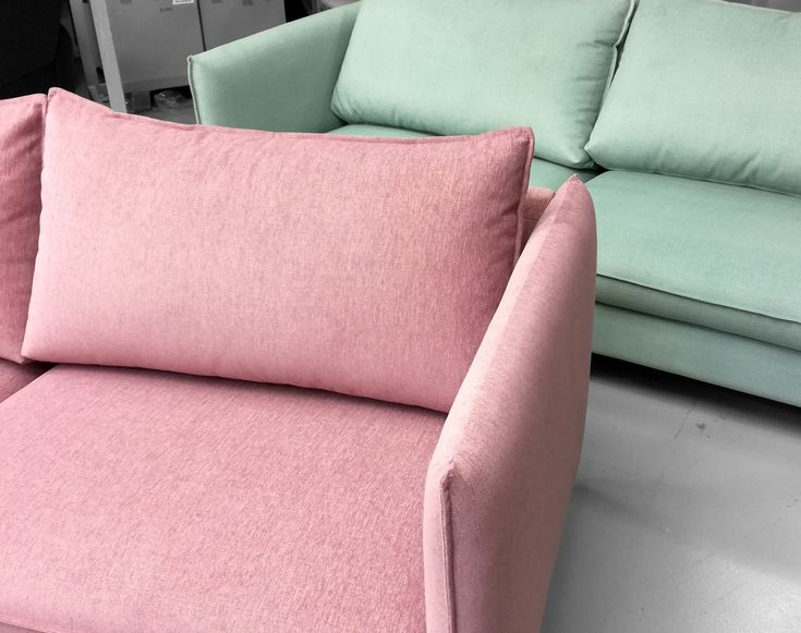 Päivän pastellit 💕 Pastels of the day Malli / Model: Chic Kangas / Fabric: Sublim 61 & Touch 602  #pohjanmaan #pohjanmaankaluste #picoftheday #instapic #furnituremaker #armchair #sofa