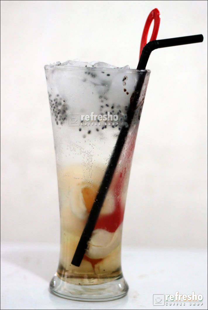 Lychee squash emang pas buat yang lagi haus..!! :)