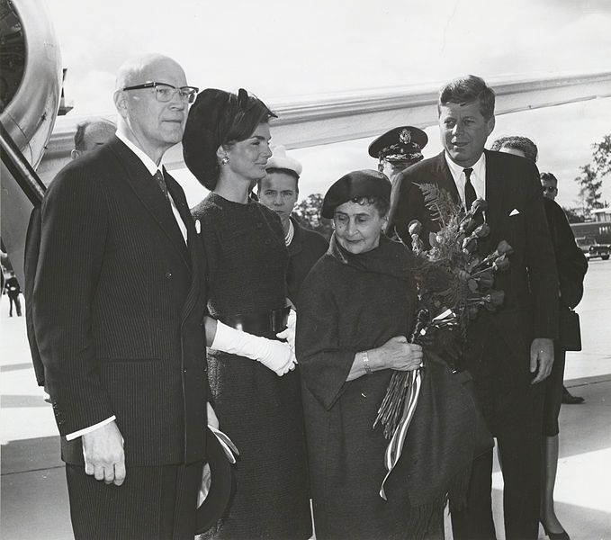 John F. Kennedy hosting the President of Finland, Urho Kekkonen (left) and his wife Sylvi Kekkonen (second right) in Washington 1961