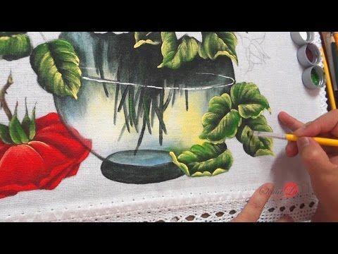 Algumas pessoas me pediram para ensinar este tema, então vamos lá, hoje vamos começar a pintar um Jarro Transparente com Rosas em Tecido. Espero que se surpr...