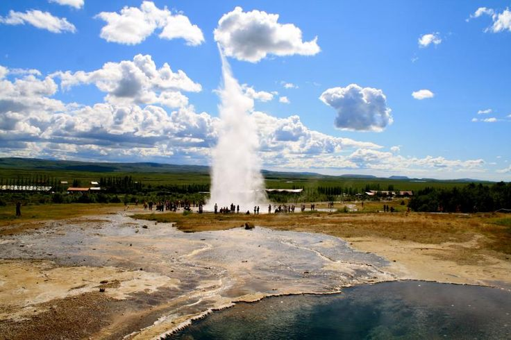 The Golden Circle day tour takes you on a day trip to see the world-famous Geysir geothermal area and Gullfoss, the queen of Icelandic waterfalls, as well as Thingvellir National Park. Additionally, the tour includes a visit to the idyllic Friðheimar greenhouse cultivation centre. Travel with Tourboks!