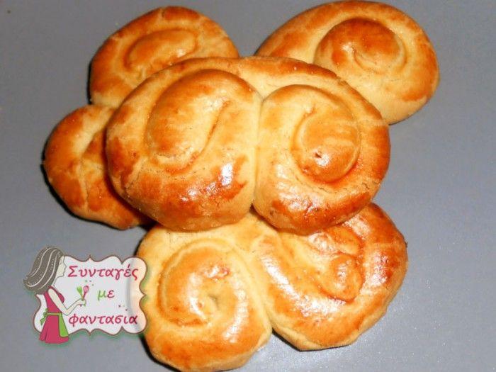 Παραδοσιακά Κουλουράκια Πασχαλινά.  Παραδοσιακά γευστικά πασχαλινά κουλουράκια, είναι συνταγή της γιαγιά μου και γίνονται πολύ νόστιμα!!