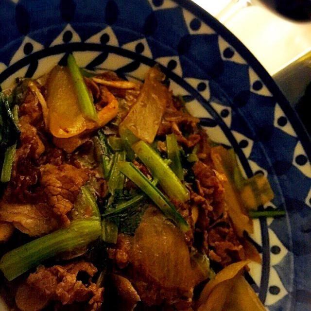 玉ねぎ、小松菜、牛肉で中華だしとウェイパー、お塩少しで甘煮٩( 'ω' )و   昨晩の赤と♥ - 64件のもぐもぐ - 小松菜と牛肉の甘煮! by Tina Tomoko