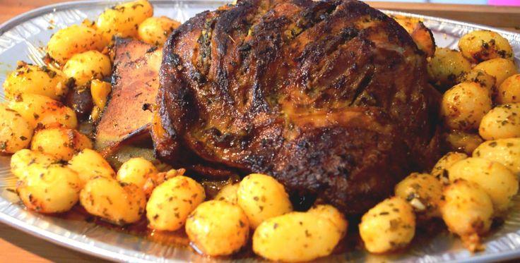 Kalkoen rollade - Een recept voor de simpele versie van kalkoen rollade, je hebt alleen een ovenschaal, kruiden en bouillon nodig. Goedkoop, lekker en snel!