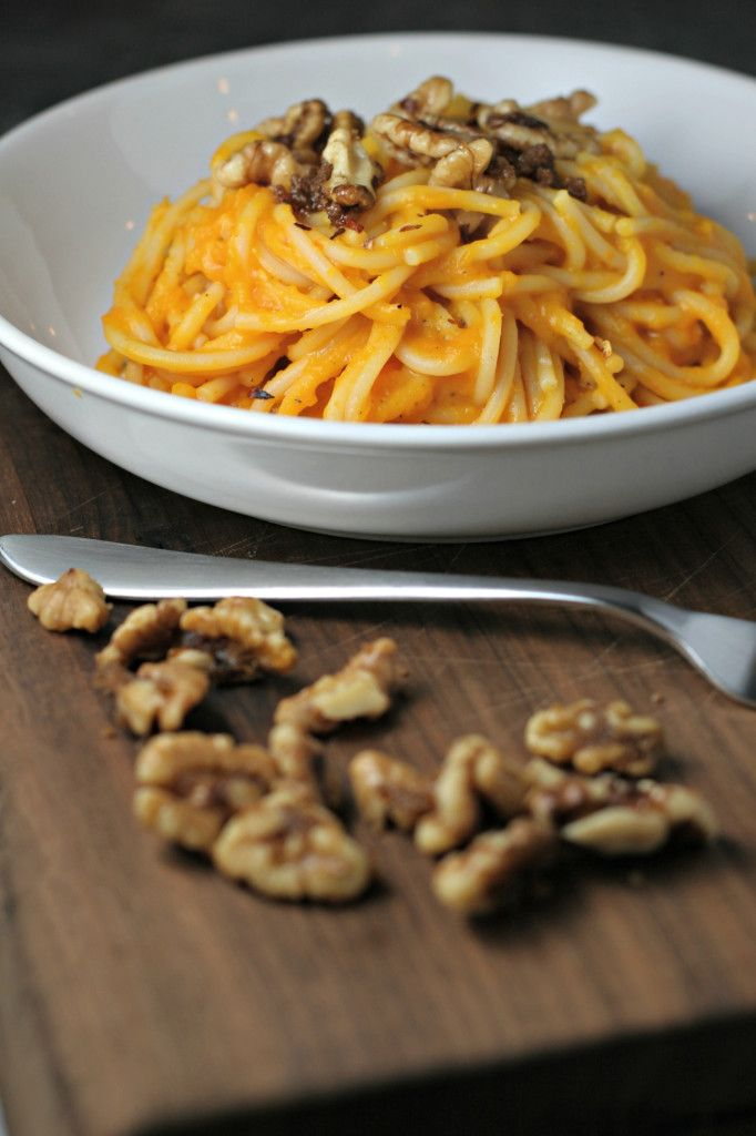 Cooler temperatures and rainy days call for this warming bowl of Butternut Squash Pasta with Nutmeg, Thyme and Candied Walnuts.