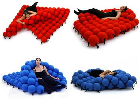 The molecular bed made from 120 sofa balls covered with - Mattress made of balls ...