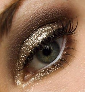 glitter: Holidays Parties, Gold Glitter, Eye Makeup, Eye Shadows, Smokey Eye, Glitter Eye, New Years, Holidays Makeup, Gold Eyeshadows