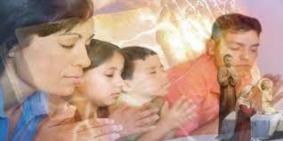 Resultado de imagen para familias orando
