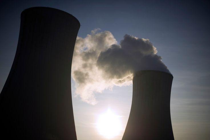 Centrale nucléaire du Tricastin, à Pierrelatte, dans le sud de la France. Les réacteurs Tricastin 2 et 4 vont être arrêtés, pour vérifier l'état des générateurs de vapeur.
