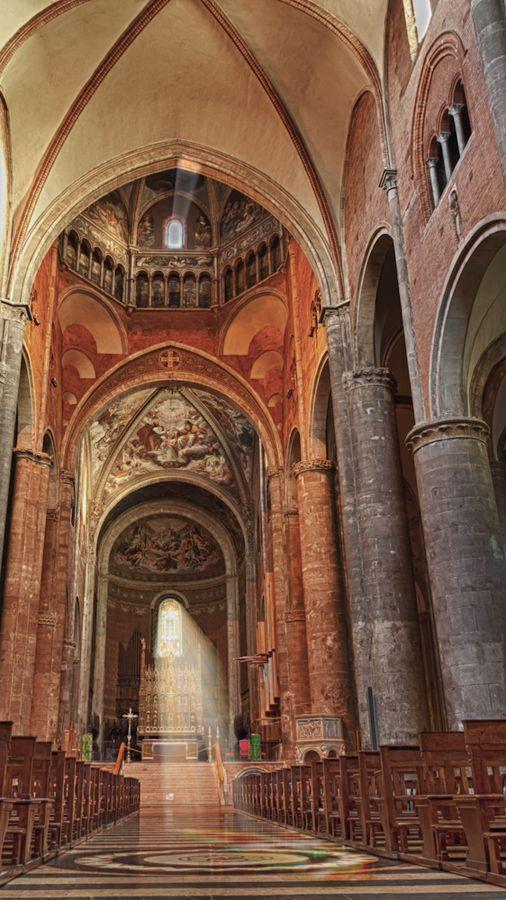Catedral Piacenza, construida entre 1122 -1133, y es uno de los ejemplos más valiosos de una catedral románica en Italia.