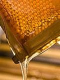 Island Beehive (SA) produce raw organic honey that is world renowned for its quality and purity.  Sold from their roadstall!