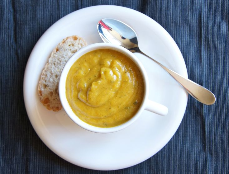 Curried zucchini soup | Bread and rolls | Pinterest