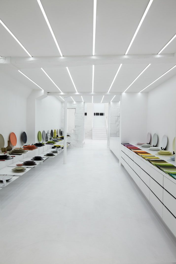 Muriel Grateau Gallery in Paris, extra large counter as a display _