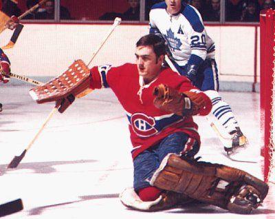 Rogatien Vachon : À l'instar de la première saison de Rogatien Vachon à Montréal, les Canadiens ont fait confiance à une recrue le printemps de 1971 venu. Avec Ken Dryden devant les buts, le Tricolore a remporté un 17e coupe Stanley, Vachon soulevant le trophée pour une troisième fois en cinq ans.  Quittant Montréal pour Los Angeles, Vachon a disputé sept saisons sur la côte ouest américaine, devenant un des meilleurs gardiens de l'histoire des Kings.