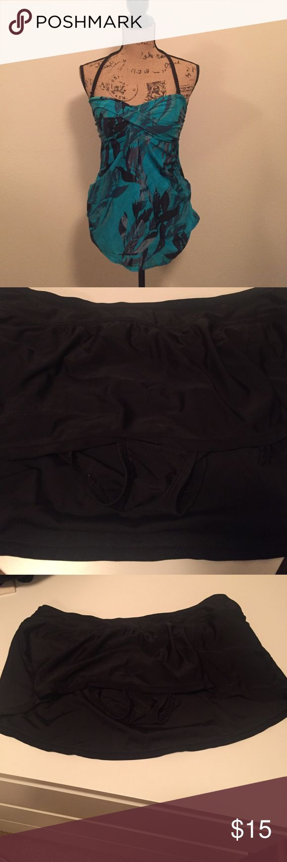 Maternity two piece suit Used good condition size small in maternity Liz Lange for Target Swim