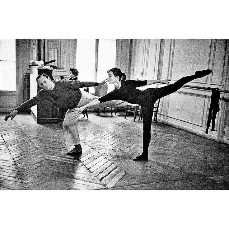 On ne se lasse pas de La voir et de l'admirer #ballet#elegance#audreyhepburn