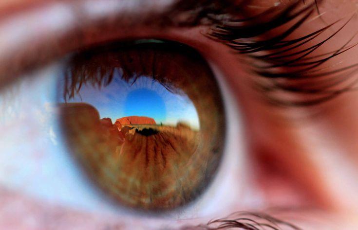 Concurso de Fotografía de National Geographic 2011: The National, Uluru Australia, National Geographic Photo, Travel Pictures, Amazing Natural, Brown Eye, Rocks, People, Grand Canyon