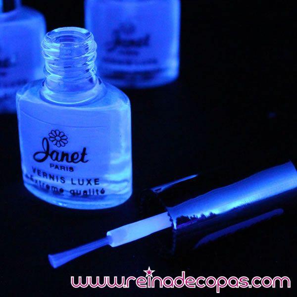Top Coat para tus uñas. Invisible con luz normal, fluorescente neón con luz negra o ultravioleta. http://www.reinadecopas.com/es/maquillajes-fluor-uv/80-esmalte-de-unas-uv.html