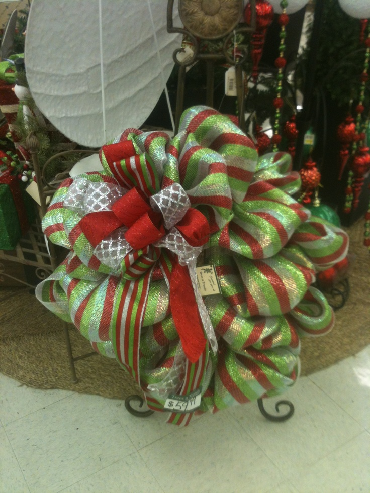 love the colors in this decomesh wreath at TnT | HOLIDAYS