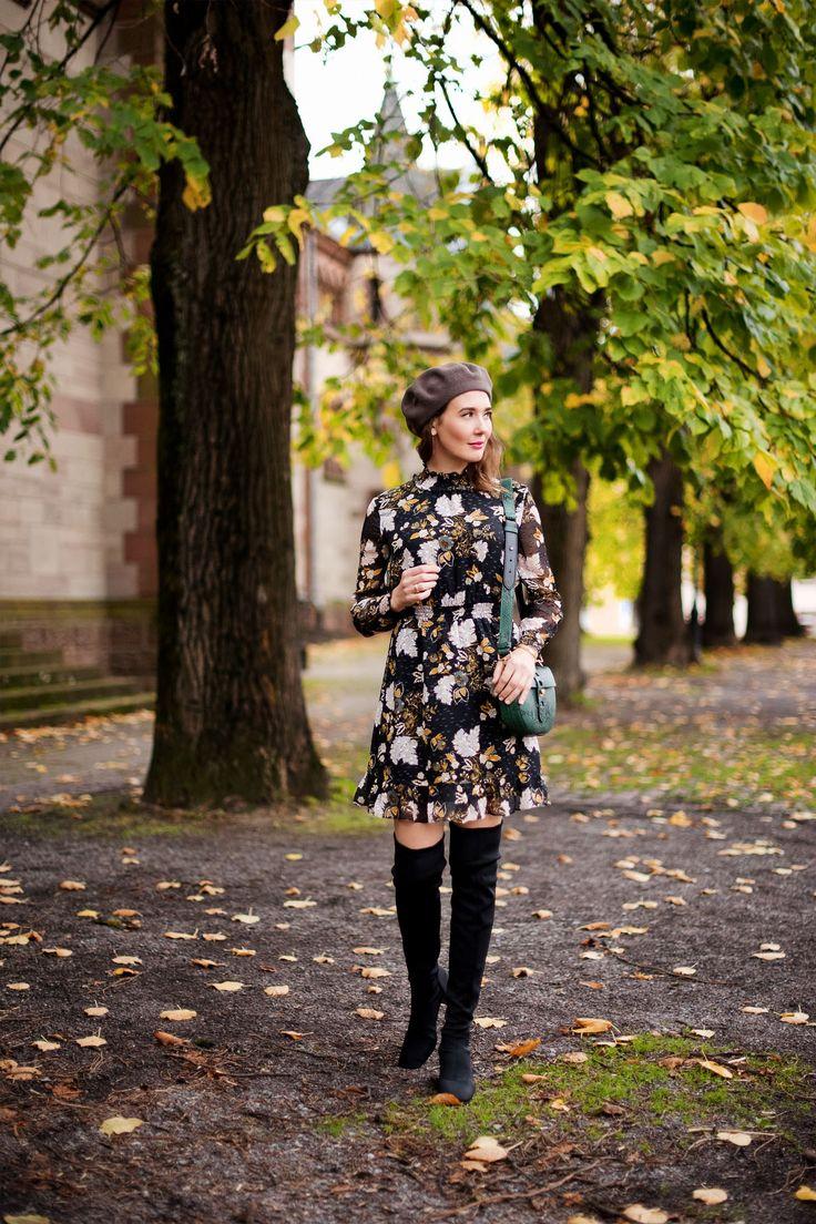 Outfit: Floral Silk Dress   www.moodforstyle.de   Fashion, Food, Beauty & Lifestyle Blog from Germany   Kleid: Whistles / Schuhe: Zara / Tasche: Coccinelle /  Baskenmütze: Loevenich