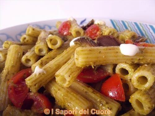 Pasta fredda con pesto pomodorini e olive - I Sapori del Cuore