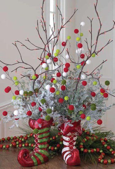 christmas decorationsHoliday, Pom Poms, Christmas Decor Ideas, Christmas Centerpieces, Pompom, Christmas Decorations, Elf Shoes, Christmas Ideas, Christmas Trees