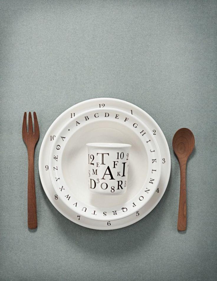Geschirr Im Typografischen Design Mit Holzbesteck / Dishes In Typographic  Design With Wooden Cutlery | Rosendahl