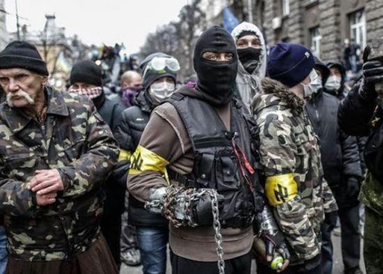 Via Laurent Brayard Démocrates ukrainiens pro-européens du Parti fasciste Svoboda, mouvement Maïdan