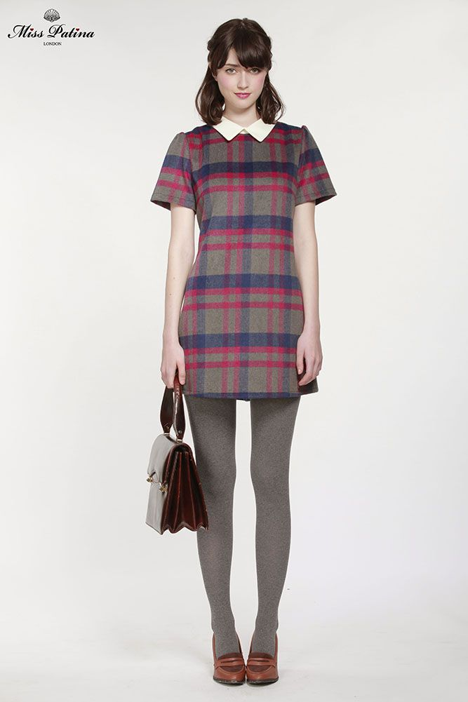 I'm not afraid of short skirts but this is even a bit too short for me. Lovely tunic but it should be longer or over shorts..