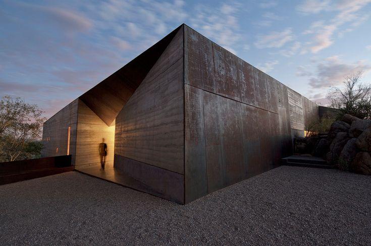 wendell burnette architects shapes desert courtyard house in arizona