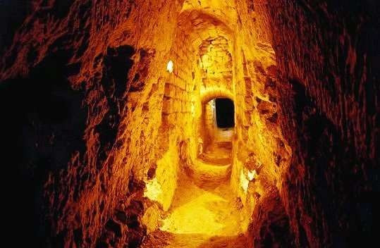 Les Catacombes de Paris- a vast underground crypt holding thousands and thousands of re-interred bones from overflowing cemeteries during the French Revolution. In other words, 'ooooh'!