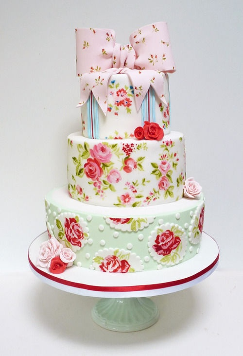 Cath Kidston wedding cake! Want this so bad!!! xoxo