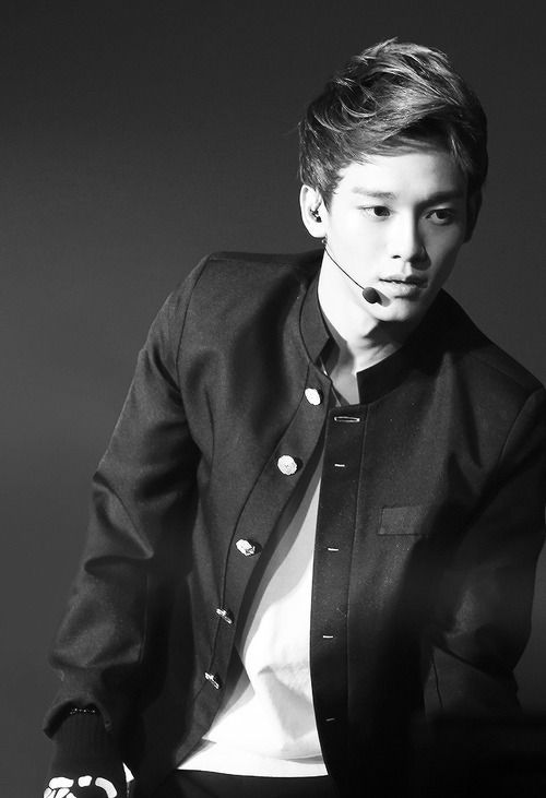 He's not my bias, but this picture make me think.. #chen #exo