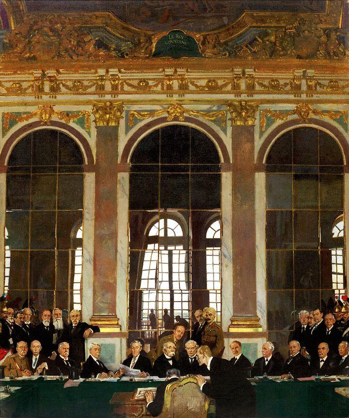 Μια άποψη του εσωτερικού της αίθουσας των κατόπτρων στις Βερσαλλίες