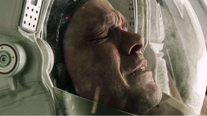 Ubiegłej nocy miałam przyjemność obejrzeć film, na którego był plan iść do kina. Bo jak się słusznie domyślaliśmy z Rogerem, będą piękne ujęcia kosmosu i planet, a wiadomo, że kosmos lepiej się ogl...