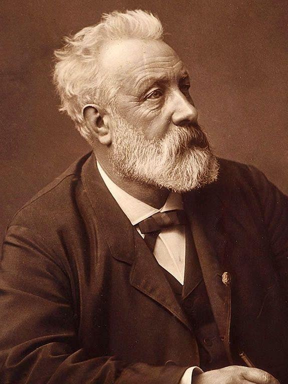 Julio Verne (1828-1905), escritor, poeta y dramaturgo francés, famoso por sus escrituras de aventuras y futuristas.