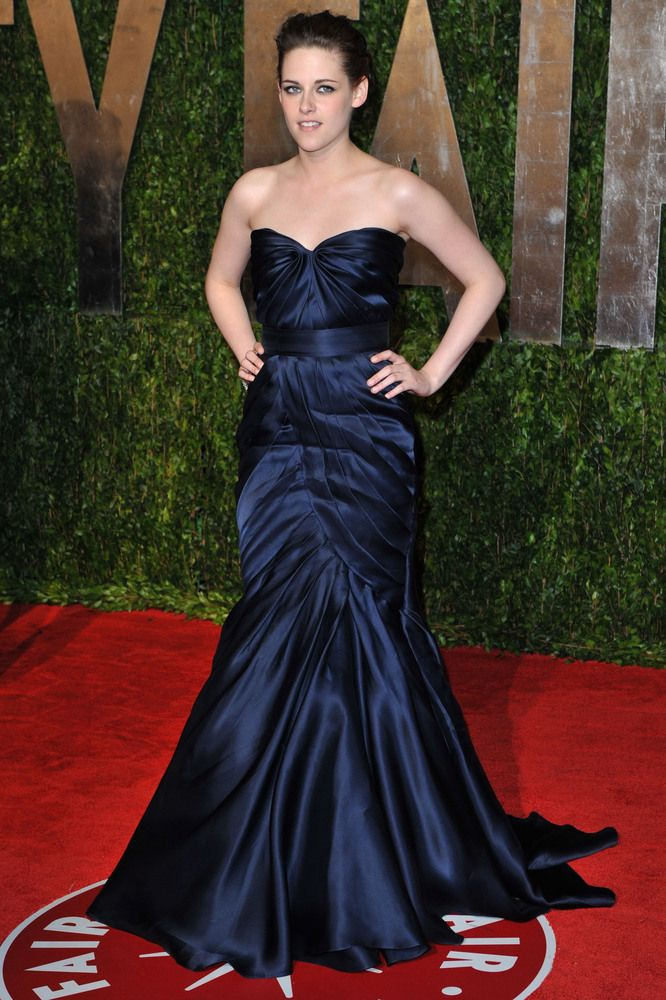 40 Dresses With Their Own Wikipedia Entries: Navy Monique Lhuillier Dress Of Kristen Stewart at the Academy Awards, March 2010.