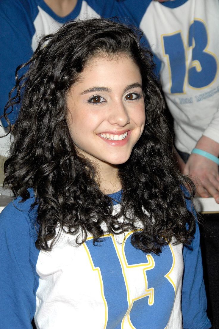 Here's Grande back in '08 rocking her naturally curly hair.