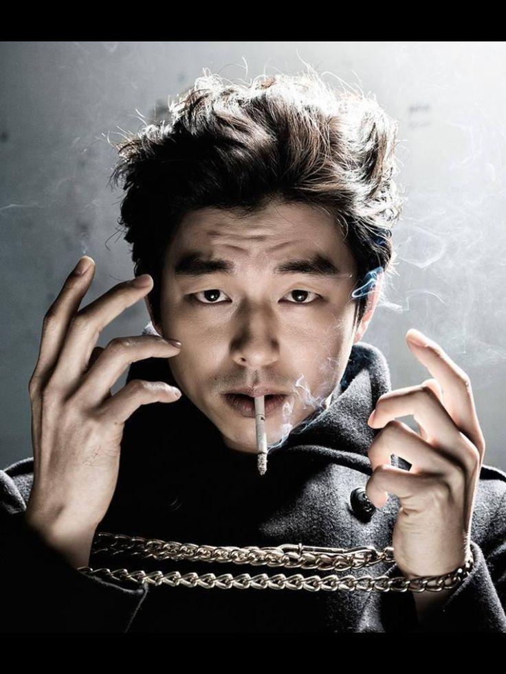 Gong Yoo No FUMES QUIERES MORIRTE ??! EL DICE QUE FUMA CUANDO NO HA E NADA Y ES MUY POCO PERO AUN ASÍ NO FUMES..