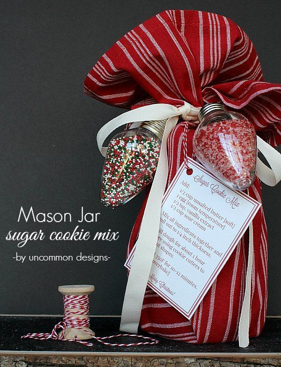 A fabulous simple mason jar neighbor gift idea for Christmas. Sugar cookie mix with free printable. MichaelsMakers Uncommon Designs