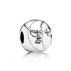 Zilveren Pandora bedel, zilver en maan 791208CZ, met aan de ene zijde een stralende zon en aan de andere zijde de maan en de sterren.