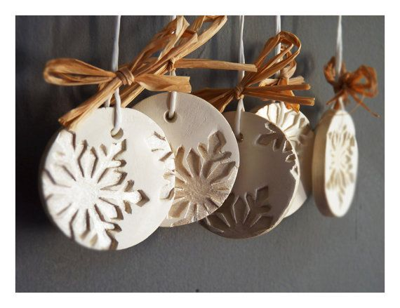 Modern snowflake ornamentsSet of 5 white ceramic by LaNiqueHOME,