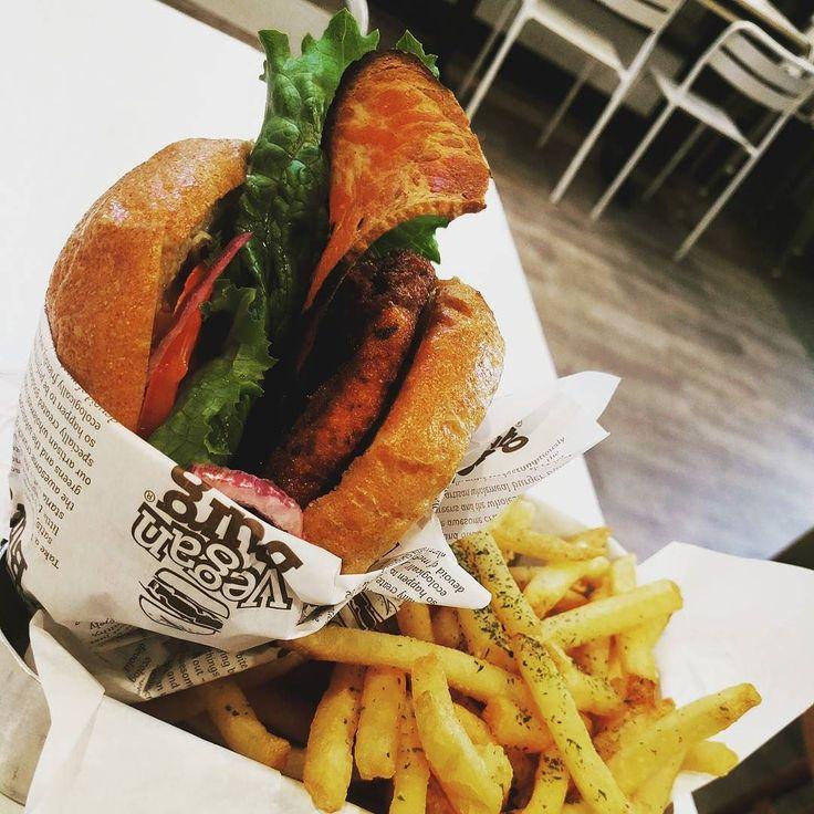 I had the Cracked Mayo burger with bacon @ Vegan Burg. What's your favorite thing in life? Mine is travel and eat  . . .  #veganburg #veganburger #heartmade #onlyheartmade#feitocomocoracao #vegan#veganshare#veganfoodshare #foodporn#crueltyfree#veganfood #herbivore#plantbased #eatclean#vscofood #icapturefood #veganfoodlovers#veganlife#veganism #vegano#vegangirl#vegansofig #bestofvegan#govegan#whatveganseat #wholeplantbased #plantpower #plantbased #plantstrong #powerofplants #planteater