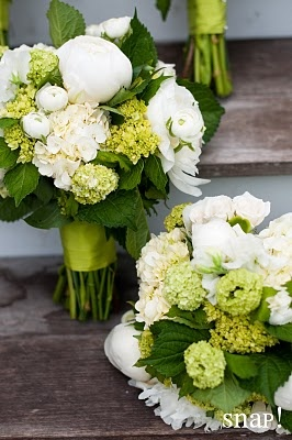 this is a nice combination of garden-style flowers and a more structured bouquet. even with the limited palette, there is still a lot of variety. peonies probably not available in september, but runuculus might give similar feel.