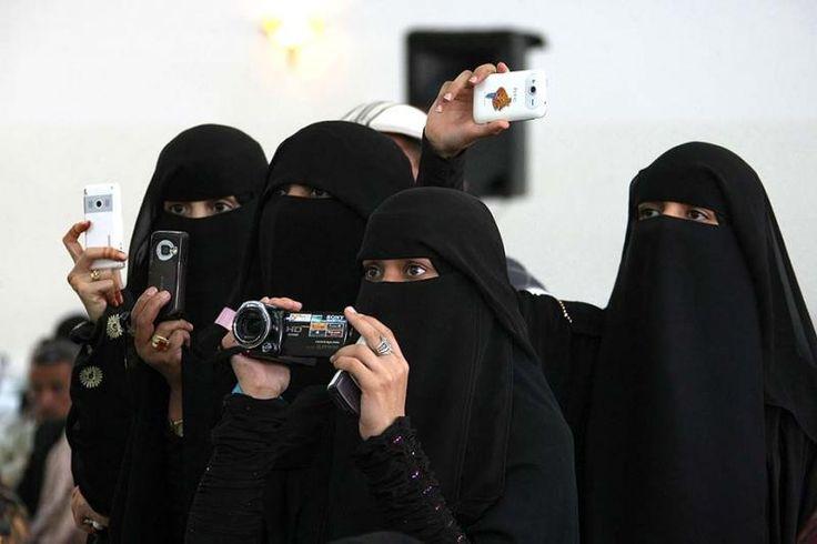 Yemen'de genellikle bekar kadınların şahitlikleri çok ciddiye alınmıyor ve yarım kişiye tekabül ediyor. Yemenli kadınlar zina, hırsızlık, iftira gibi durumlarda tanıklık edemiyorlar.