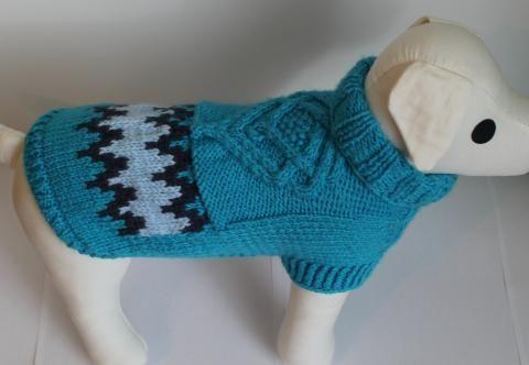Ručne pletený svetrík s vzorom