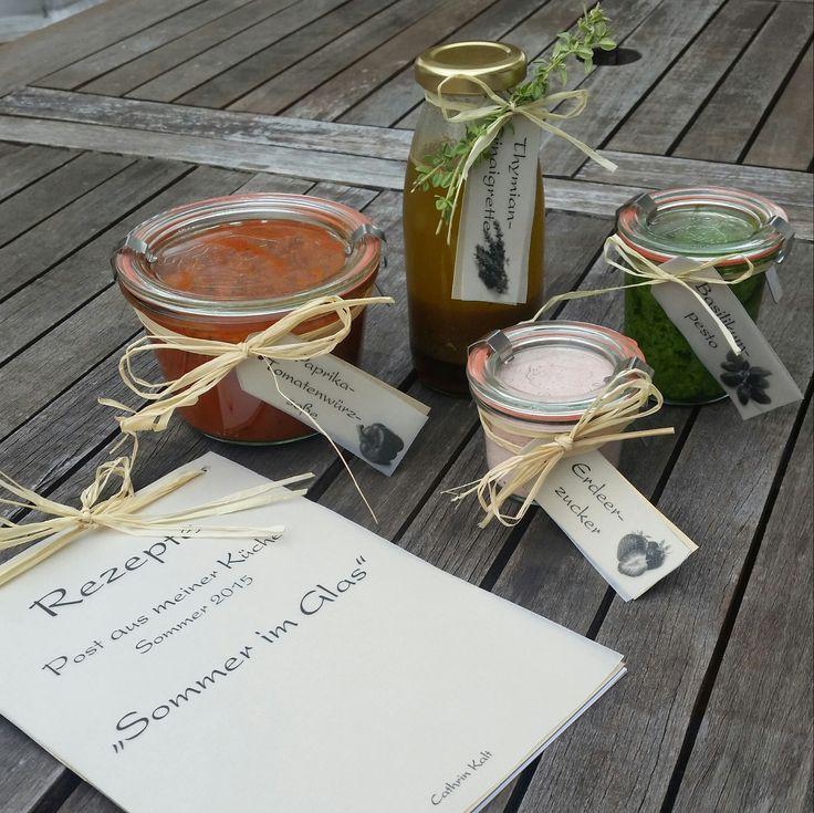 Cathrins Tauschpartnerin Nina darf sich über diese 4 Köstlichkeiten freuen: Thymianvinaigrette, Basilikumpesto, Paprika-Tomatenwürzsoße und Erdbeerzucker. f#SommerimGlas