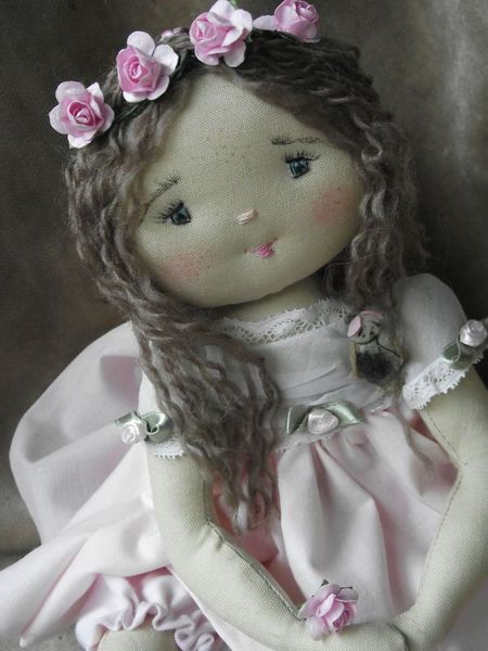 French doll Aurelie... all those personalities! I adore these dolls over at http://ceciletfarfalous.canalblog.com/