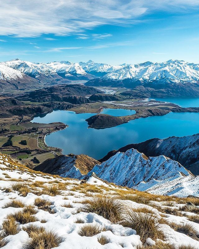 Roys Peak Wanaka, New Zealand -Being up on Roy's Peak for sunrise and enjoying the views over Wanaka was definitely my favourite photography moment in 2016 // @laurie_winter #newzealand #outdoors