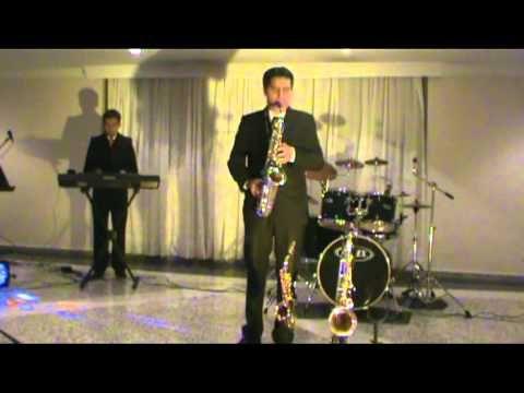 SONIDO DE SAXOFON EN BOGOTA (THE MOMENT- KENNY G) #saxophone #TheMoment #KennyG #RomanticMusic #SerenataRomantica #SaxofonistaenBogota
